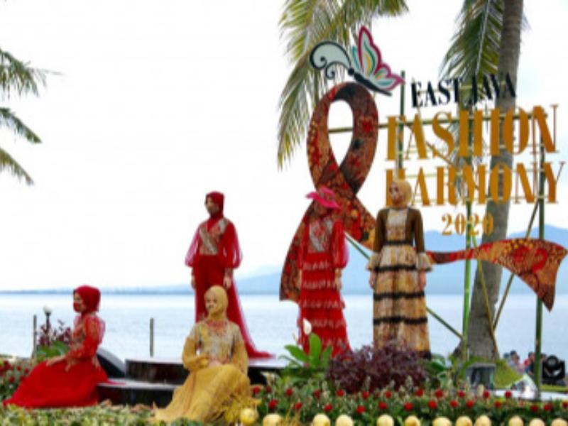 East Java Fashion Harmony, Menikmati Batik Berlatarkan Selat Bali